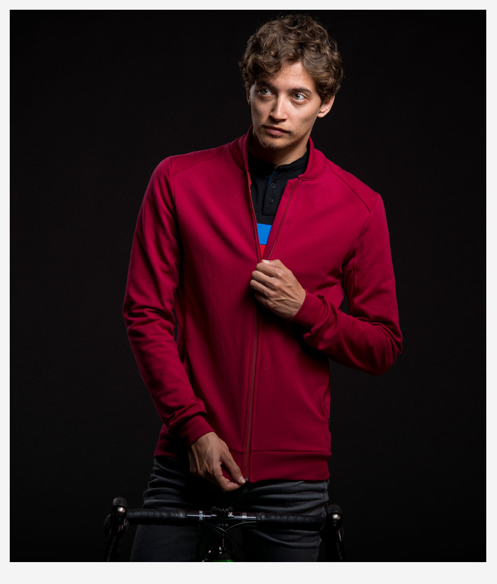 casual-cycling-clothing-jacket-garnet-canale-neck-studio-04