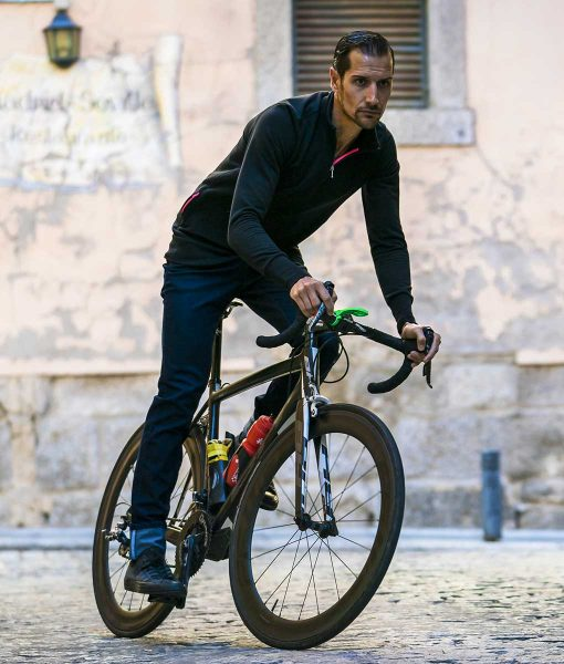 casual-cycling-black-Merino-Sweatshirt-outside1