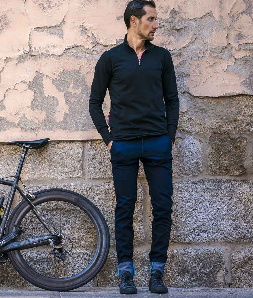 casual-cycling-black-Merino-Sweatshirt-outside3
