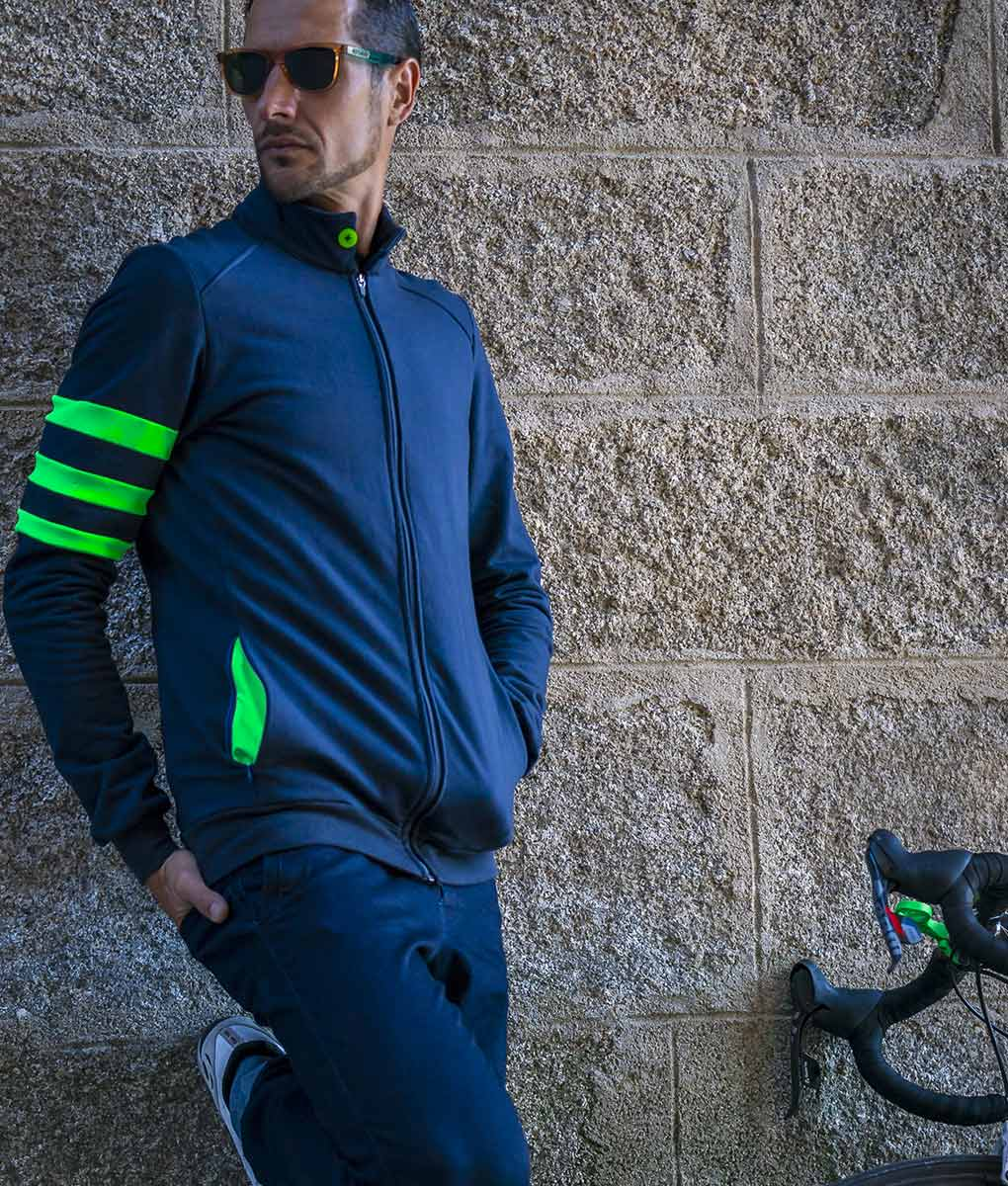 casual-cycling-chaqueta-fluor-verde-front-pared