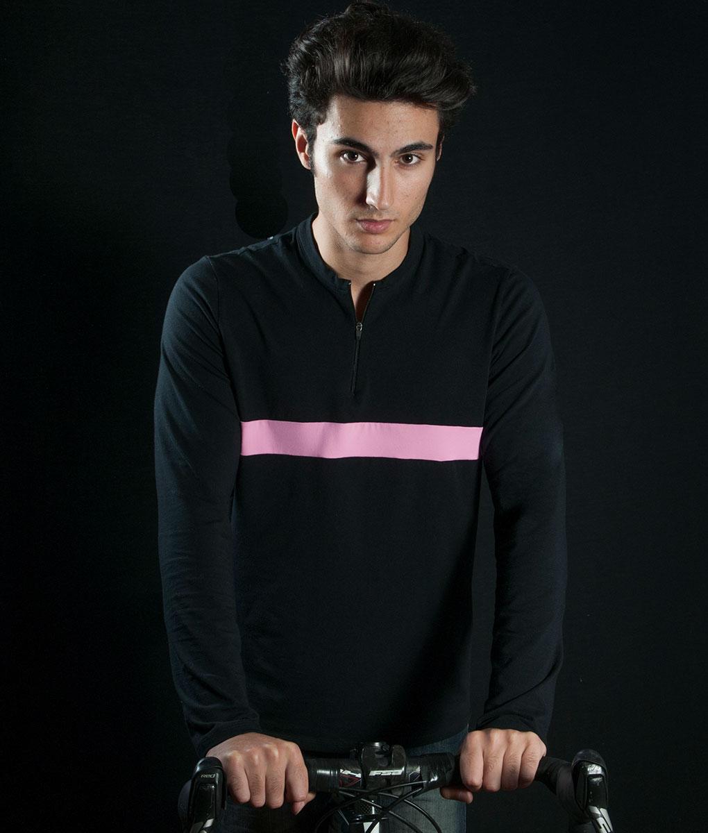 camiseta-negra-rosa-estudio