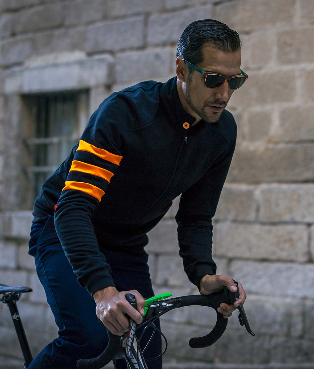 casual-cycling-chaqueta-fluor-negro-front.bici